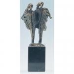 """Bronzen beeld MA331 """"samen er tegenaan"""""""